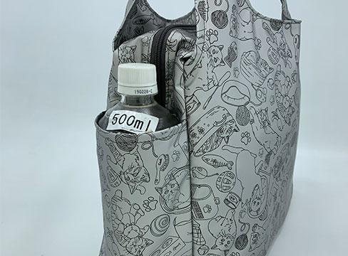 和みねこ クリ手トートMは外側:両サイドにペットボトルや折り傘が入るオープンポケットが付いています