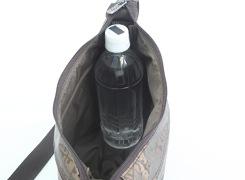 500mlのペットボトルが立てて入ります。