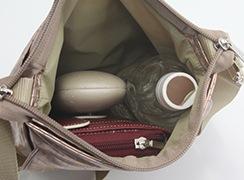 ペットボトル、長財布、メガネケースを入れても未だ余裕があるサイズ