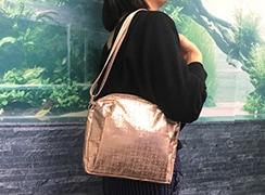 身体面はふらっとになっており、バッグがフィットしやすい。