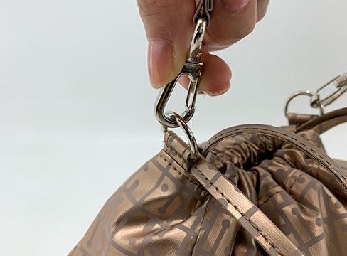 持ち手は簡単に取り外し可能 別売りのショルダー紐を取り付けることができます