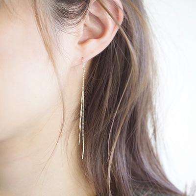 フック部分に無色透明の樹脂をコーティングしているので、金属アレルギーがある方にも耳元のオシャレを楽しんでいただけます
