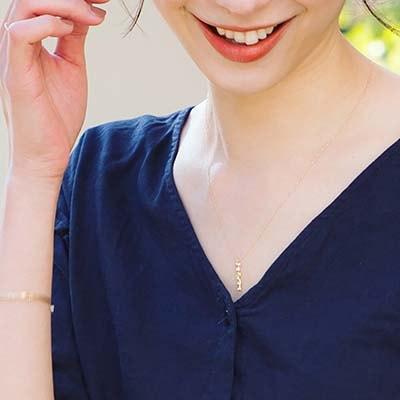 上品な煌びやかさは異性だけでなく、女性からの好感度も高く、プライベートな時間を充実させてくれるネックレスです。