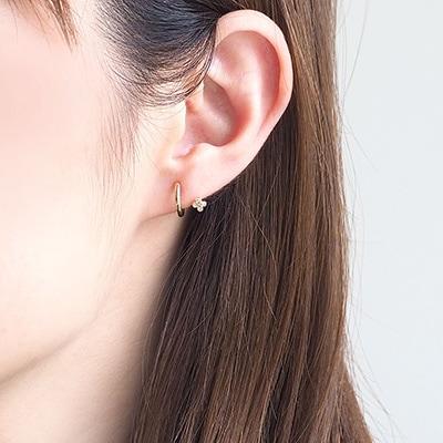 耳のラインからモチーフがキラリとのぞく、人気の「バックノンホールピアス」に、新商品が入荷しました。