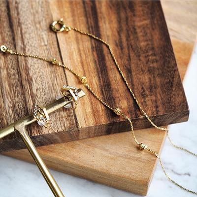 お仕事コーデなど、デイリーに身につけるアクセサリー。使い回しのきく鉄板アイテムは毎日のスタイリングの強い味方に♪