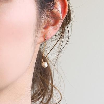 少しずつ春の気配を感じるこの季節、ヘアアレンジに合わせて耳元もコーディネート。