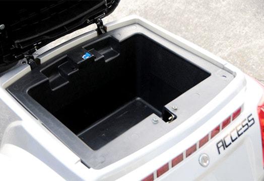シート下収納ボックス
