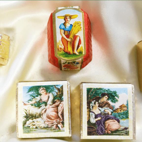 Antique motif190年以上の歴史、アンティークモチーフ