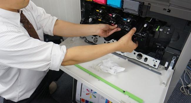中古コピー機を整備するイメージ