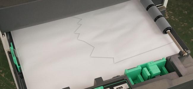 コピー機の紙詰まりの原因1 給紙トレイに異物が混入しているイメージ