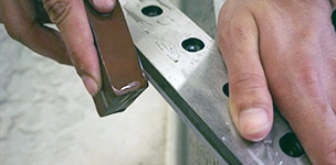 シュレッダーの整備工程 刃の研磨