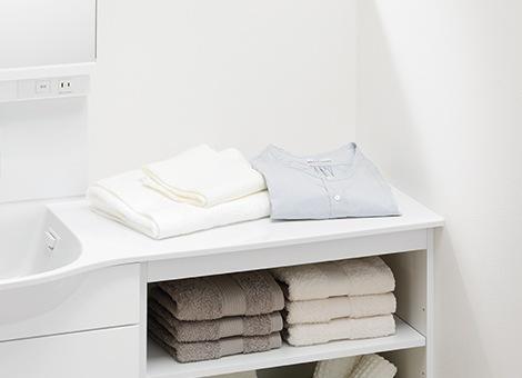 TOTO 洗面化粧台 オクターブスリム 作業にも物置きにも、スペースがたっぷりあるカウンター2