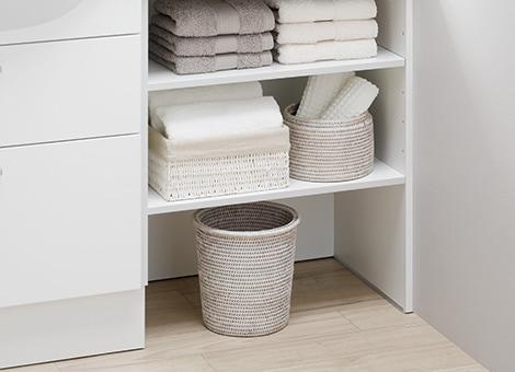 TOTO 洗面化粧台 オクターブスリム 作業にも物置きにも、カウンター下のオープンスペースを自由に使える1