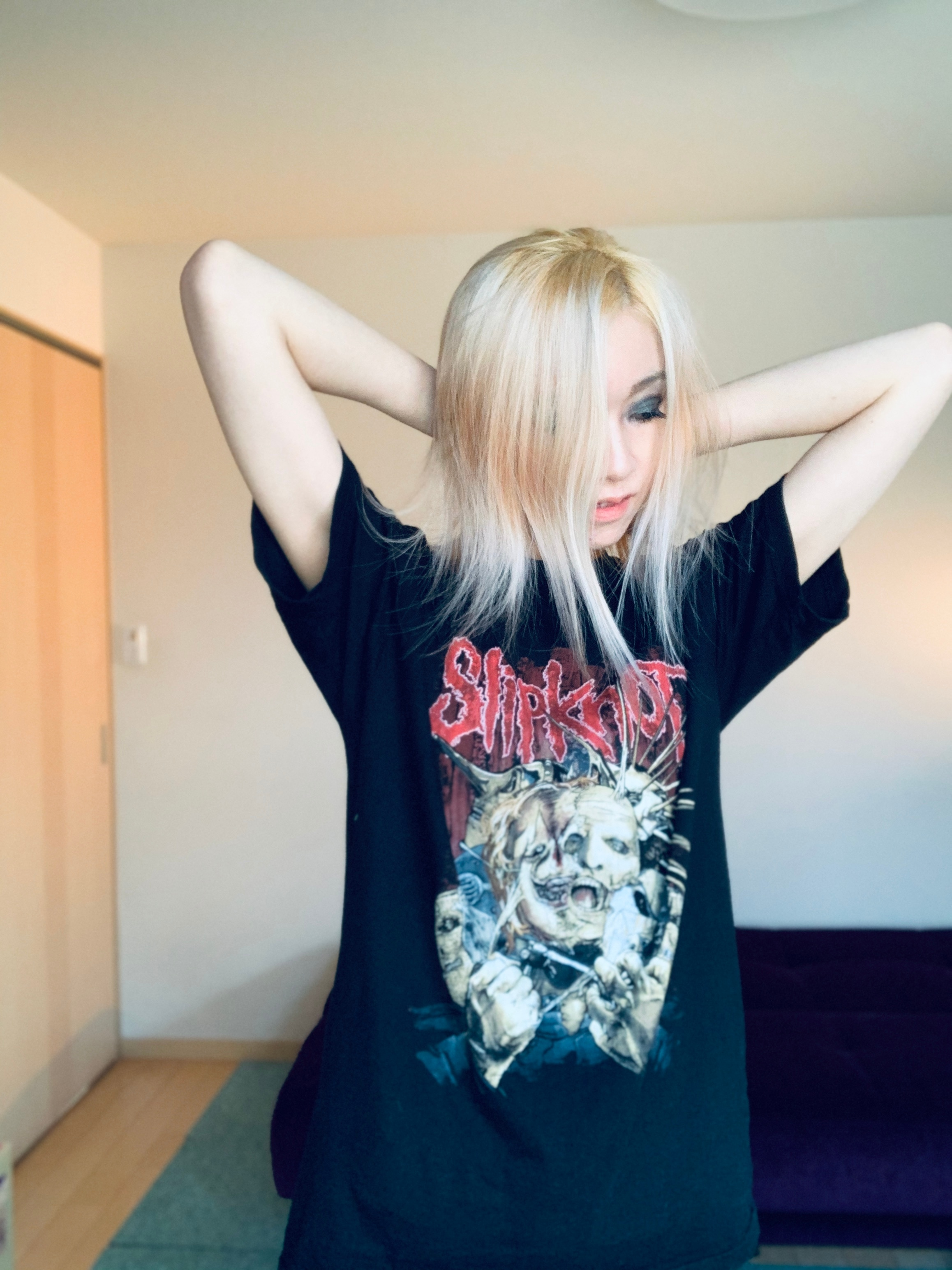 Yui Drahos様のSLIPKNOT Tシャツ着こなし