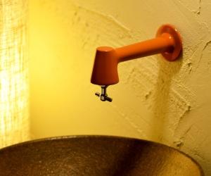 衛生水栓(オレンジ)