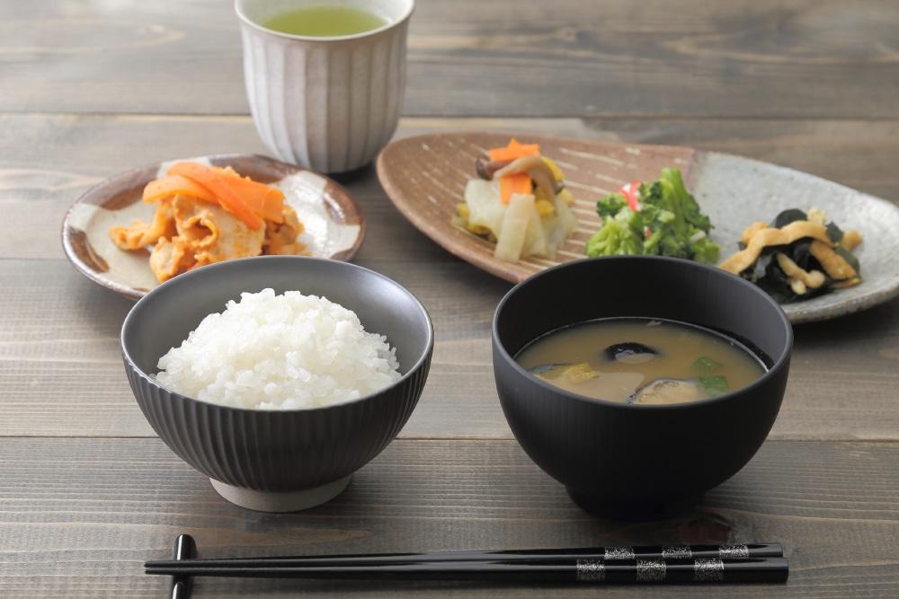 日本の食生活に欠かすことができない「ご飯」。ですが、糖質制限では真っ先に禁止されます。糖質制限でも食べられるご飯を作れないか?そんな想いから開発が始まりました。
