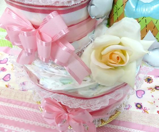 ケーキのオムツはメリーズのテープ型を使用しています。