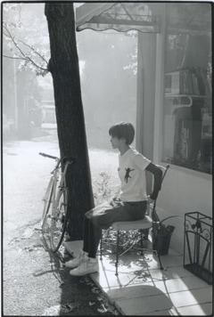 「朝日の中で」 東京 1995