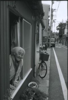 「窓辺からの日常」東京 2004