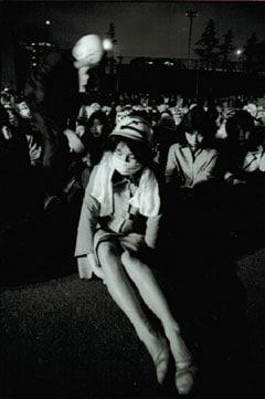 『1970年 二十歳の憧憬』展より、4.28 沖縄返還デーの集会で 1970年 東京