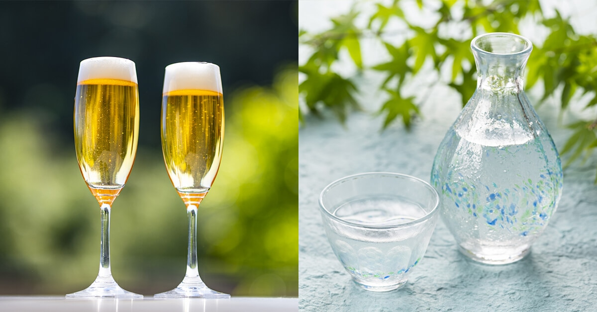 グラスビールと冷えた日本酒のおちょこととっくり