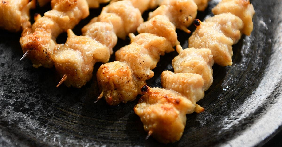 塩で焼いた焼き鳥の串・ぼんじり5本