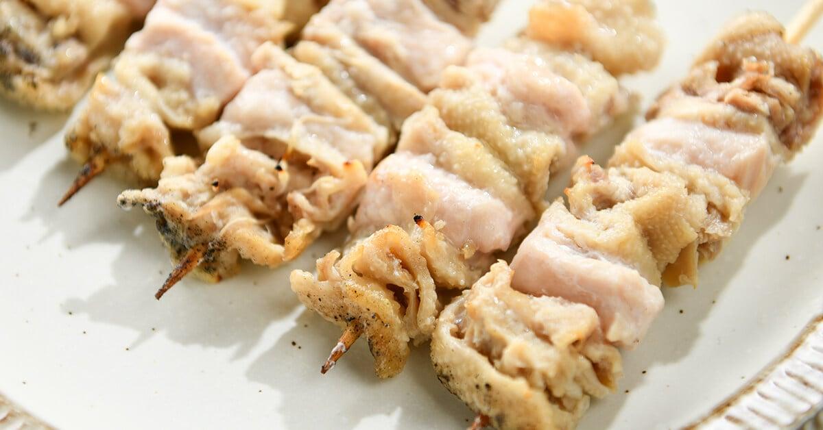 塩で焼いた焼き鳥の串・むね皮(だきみ)5本