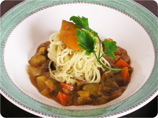 [写真]寄せ鍋のスープでつくる「料亭風」米の麺 温麺風