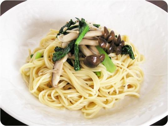 [写真]オニオンドレッシングスープでつくる「冷麺風」米の麺