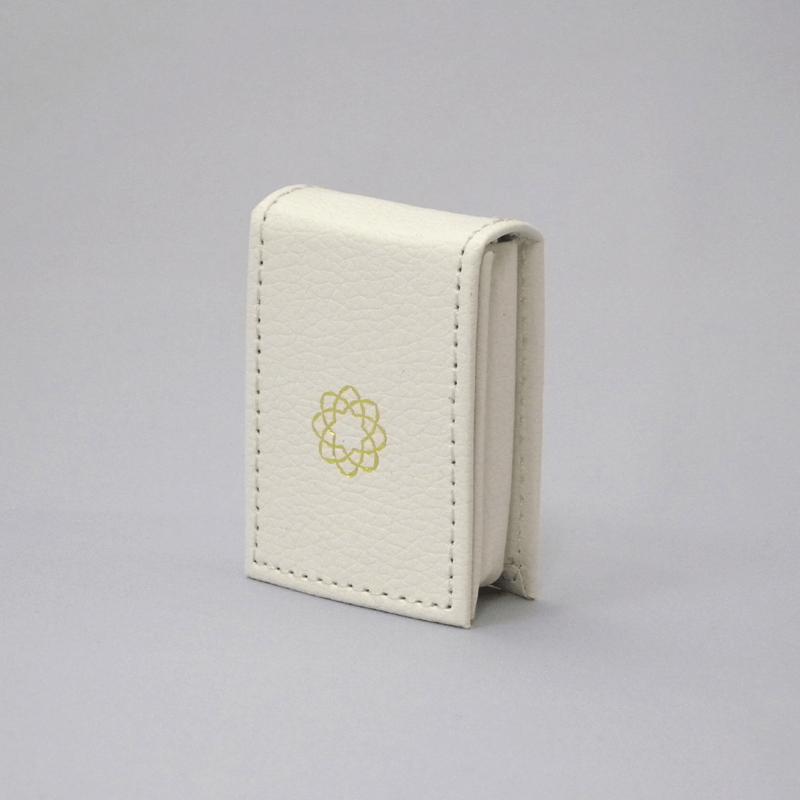 御守りレザーケース(ホワイト)の商品画像1