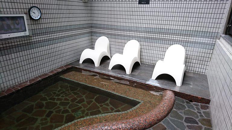 熊本県「湯らっくす」でのエンジェルトランペット設置例