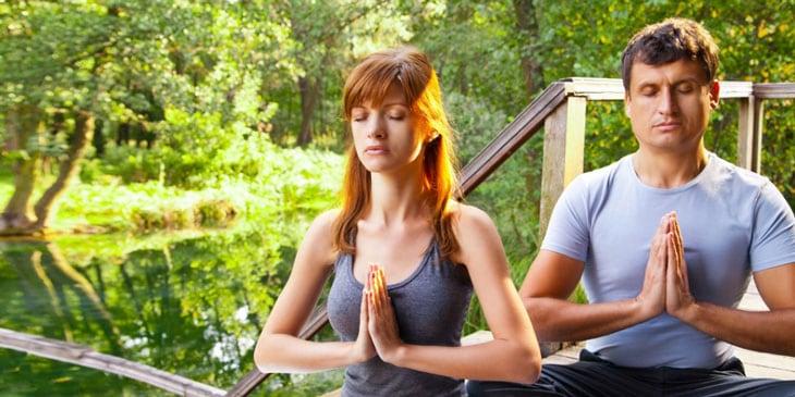 ヨガや瞑想のためのアロマオイル