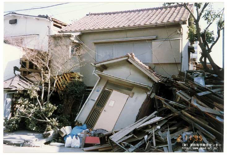 家屋倒壊風景