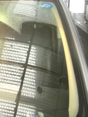うろこ落しセットのコンパウンド、研磨剤でこすった箇所のワイパー跡が除去できている