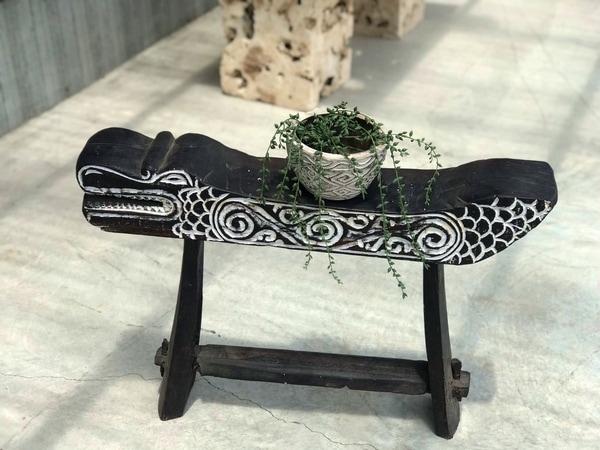 ワニの花台・オブジェ/木彫りワニ