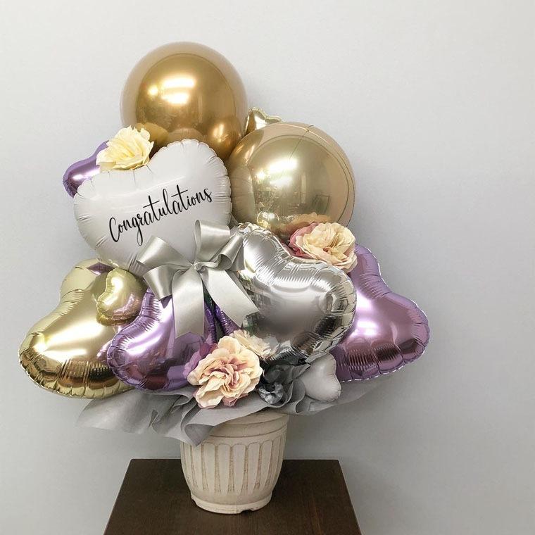 誕生日のギフトや開店・周年のお祝いに! 上品なパープルとゴールドカラーで落ち着いた雰囲気の置き型バルーンギフト 拡大1