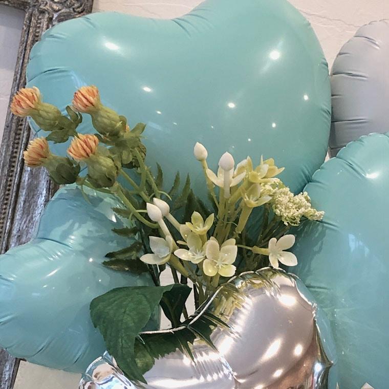 爽やかなミントカラーとお花でナチュラルでオシャレな雰囲気の置き型バルーンギフト 拡大2