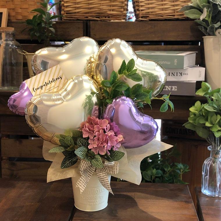 お誕生日のお祝いや開店祝いにも!ピンクのお花と上品なゴールドで大人の女性にもぴったりな置き型バルーンギフト