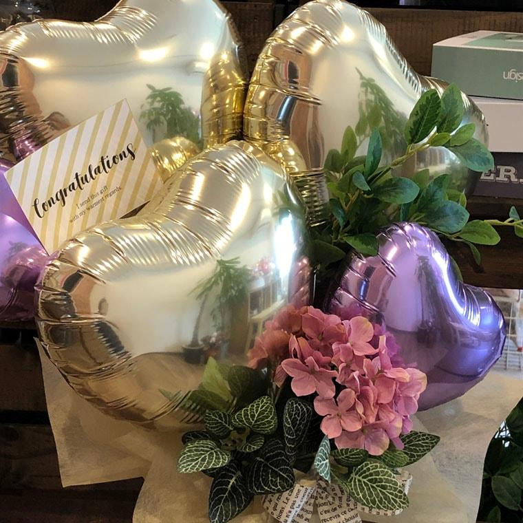 お誕生日のお祝いや開店祝いにも!ピンクのお花と上品なゴールドで大人の女性にもぴったりな置き型バルーンギフト 拡大3