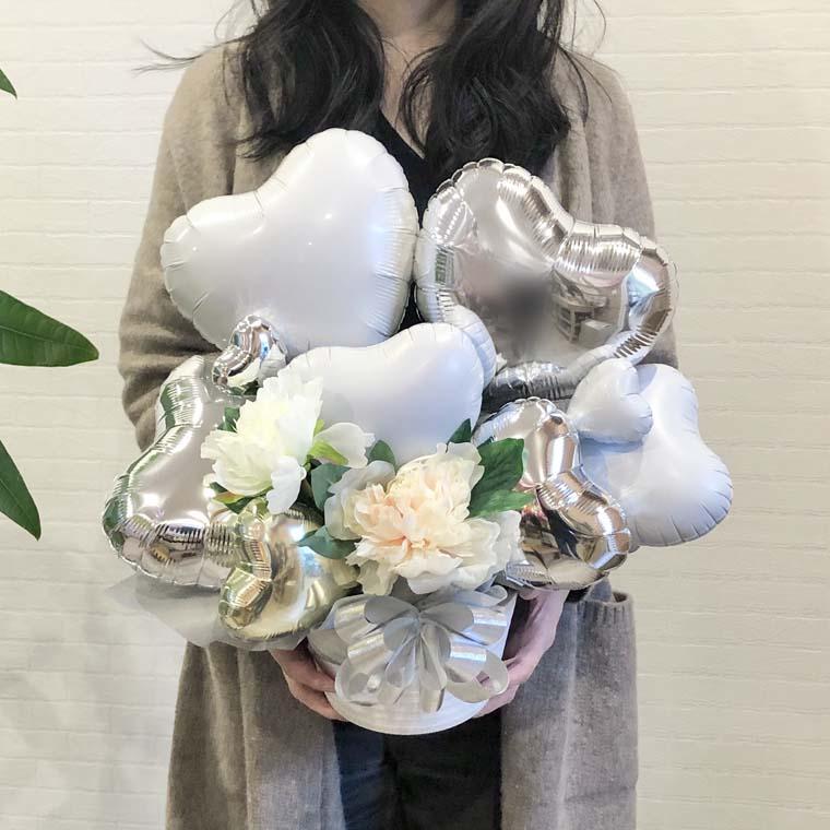 結婚祝いや結婚記念日のプレゼント、開店のお祝いなどにぴったり☆ホワイトシルバーで上品で綺麗な置き型バルーンギフト サイズ