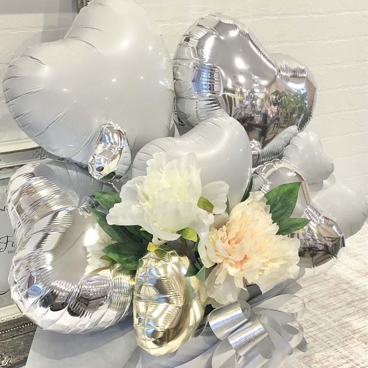 結婚祝いや結婚記念日のプレゼント、開店のお祝いなどにぴったり☆ホワイトシルバーで上品で綺麗な置き型バルーンギフト 拡大2