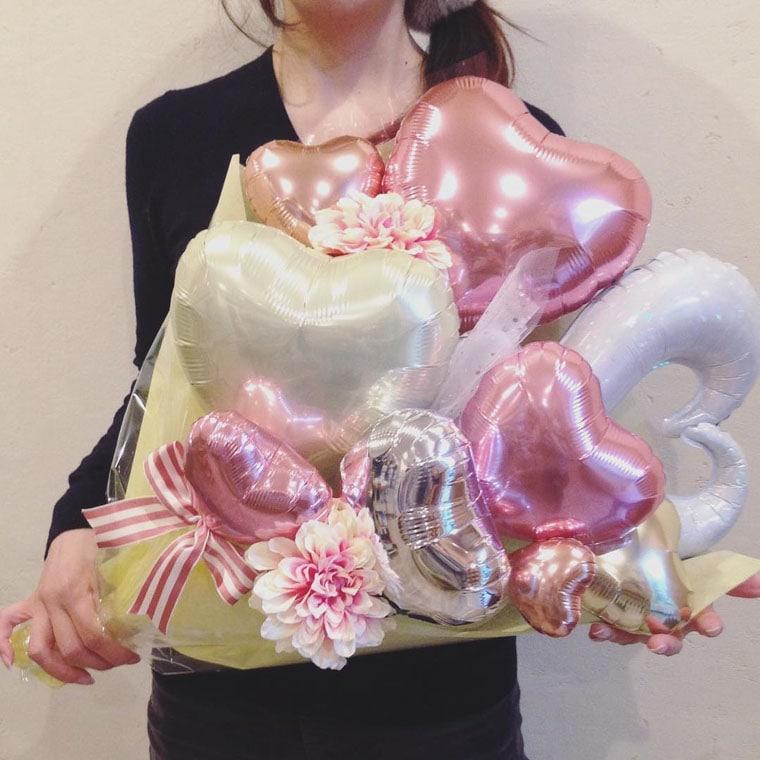 花束型バルーン チュールピンクの大きさ