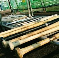 正面からのゆるいボールを竹バットで打つ練習