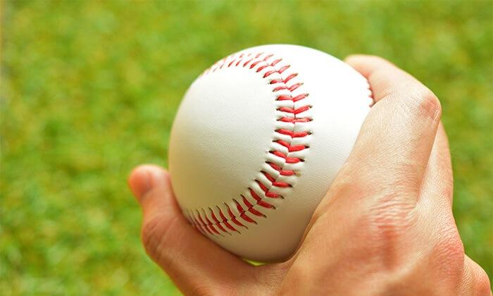 投げるボールの回転チェックにフィンガートレーナー
