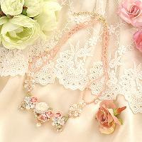 ミニオールドローズと桃の蕾のプリンセスネックレス