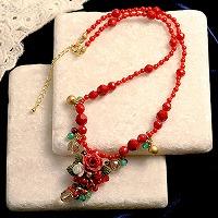 赤い薔薇とリボンのネックレス