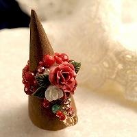 赤い薔薇とリボンのリング