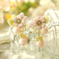 桜草とパールの春色ピアスorイヤリング
