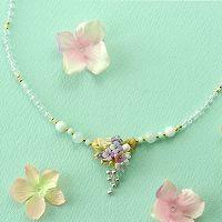 紫陽花とミニ薔薇のキャスケードのネックレス