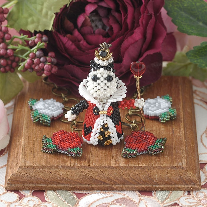 ハートの女王様と薔薇のバッグチャーム
